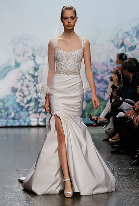 i think itu0027s pretty safe to say that monique lhuillier is a designer that is consistent and most will nothing wrong when it comes to bridal